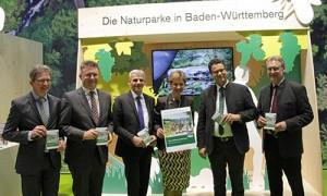 Gruppenbild am Naturparke-Stand