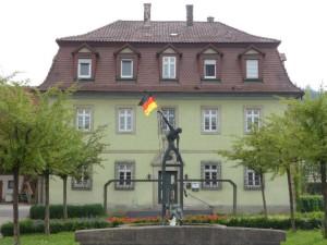 Fischerbrunnen vor dem ehemaligen Amtshaus, Foto: Oberrot