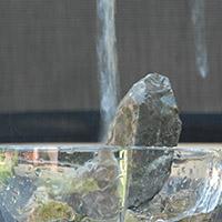 Foto mit langer Belichtungszeit, das Wasser wirkt wie gemalt