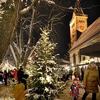 Kirchplatz Welzheimer Weihnachtsdorf (Foto: Gaby Schneider)
