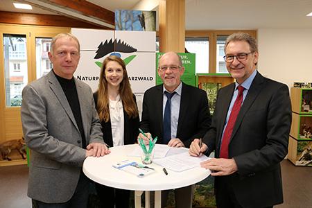 AOK1 Naturpark und AOK verlängern Kooperation