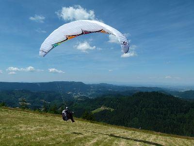 Gleitschirm mittel Der Traum vom Fliegen im Nordschwarzwald