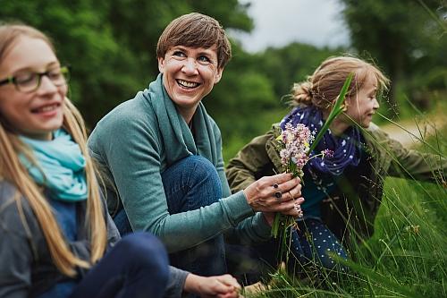 Kräuter sammeln groß Frühlingskräuter erleben und genießen
