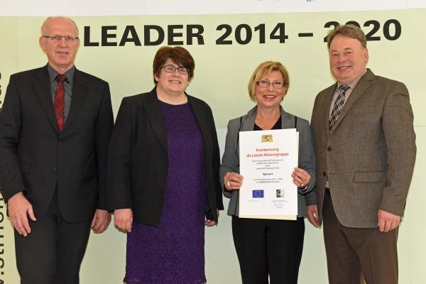 Übergabe der LEADER Anerkennung Spessart Bewerbung der LAG Spessart bei Förderpogramm LEADER erfolgreich