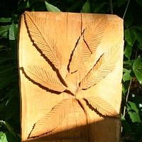 Holzskulptur am Esskastanienweg