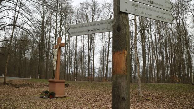 Beschädigter WW Niklaskreuz 1 620x349 Vandalismus im Naturpark Spessart