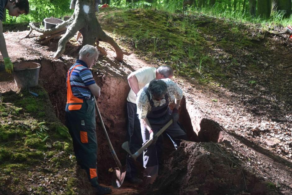 Grabung in Waldaschaff mit Harald Rosmanitz 940x627 Archäologe Harald Rosmanitz
