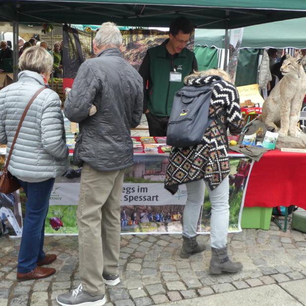 Infostand Apfelmarkt 2017 620x620 Naturpark auf Märkten und Messen