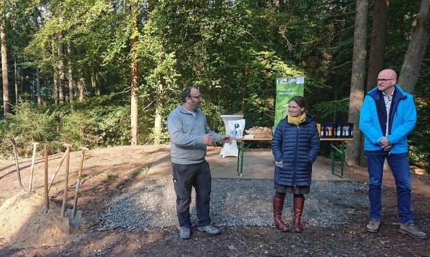 Schutz und Infohütte Dammbach 2 Ausschnitt 620x371 Spatenstich für die erste von insgesamt 23 Schutz  und Infohütten
