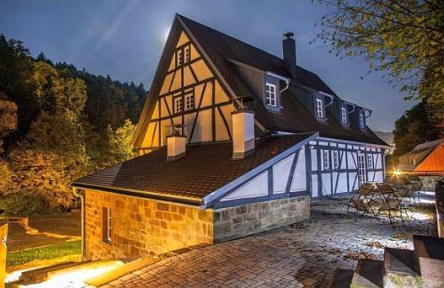 Seemühle nachts 325x500 Baumhaushotel in Gräfendorf eröffnet