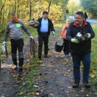 Teilnehmer beim Müllsammeln_200x200