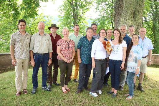 Teilnehmer mit Kaiser und Scholz von links Erfolgreiche Ausbildung von Natur  und Landschaftsführern