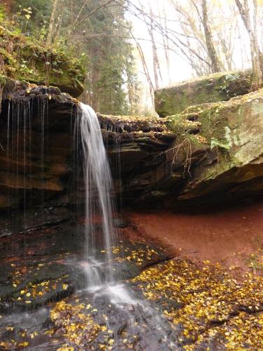 Trettstein klein Gewässerspaziergang zum Wasserfall Trettstein