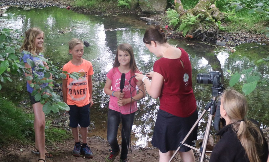 melanie und Christina beim Dreh 2 940x565 Kurzfilm präsentiert Naturparkschule
