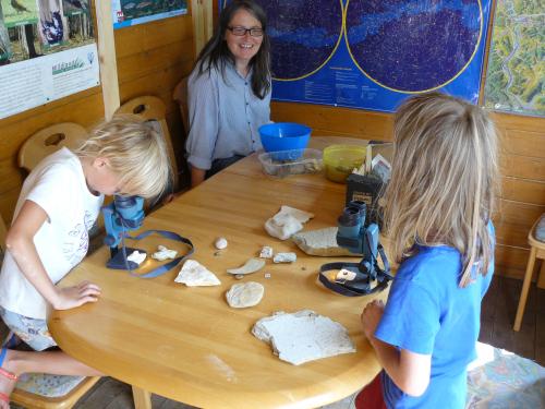 monis Steinwelt Kinder an Binos Tag der offenen Tür bei Monis Steinwelt