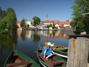 Die Alte Reederei liegt isyllisch an einem Havelaltarm in der Fürstenberger Innenstadt.