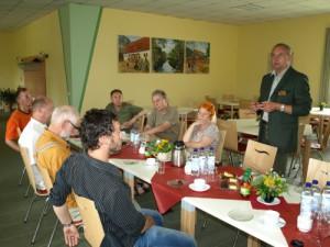 Begrüßung durch den amtierenden Leiter der Waldarbeitsschule Michael Schade