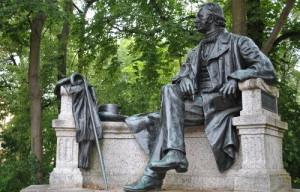 Fontanedenkmal 25 300x192 Theodor Fontane (1819 1898)