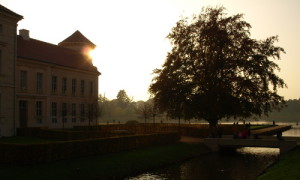 Schloss Rheinsberg 664 300x180 Einladung zum Spaziergang durchs Rheinsberger Gartenreich