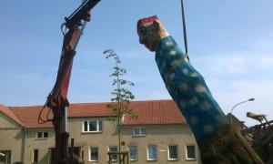 Skulpturenaufstellung 022 300x180 Dorfverein Menz stellt Skulpturen auf