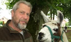 Steffen Schindel und sein Lama 908 300x180 Steffen Schindel