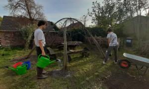 Weidendach7 300x180 Weidenhüttenbau   ein Bufdi Projekt