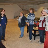 Carola Zimmermann, wissenschaftliche Miarbeiterin erläutert die Konzeption der Neugestaltung des Museums Neuruppin.