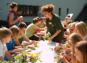 Naturführer geben schon Kindern Einblick in die biologische Vielfalt, BA Beate Graumann