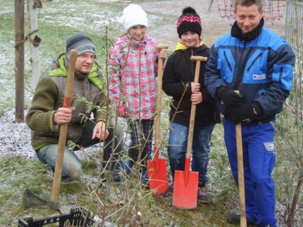 Pflanztag Schule BABeate Graumann 620x465 Wildsträucher für die Schule Leutenberg
