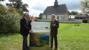 Übergabe des Schecks am 12. August 2014 durch Thomas Heß an Thomas Franke, BA Beate Graumann