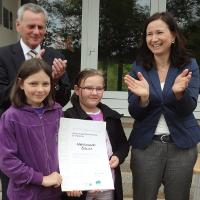 """Freude über die Auszeichung als erste Schule in Thüringen mit dem VDN-Titel """"Naturpark-Schule"""", BA Grit Lemnitzer"""