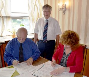 partner2 300x259 Neue Naturpark Partnerschaft unterzeichnet