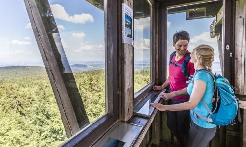 03 2 Bild Erlebnistipp Oberpfälzer Wald Ausblick vom Böhmerwaldaussichtsturm Foto Thomas Kujat Die Grenz Erlebnisrunde