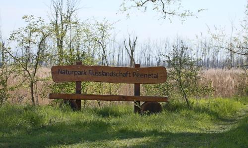2019 04 17 Naturparkbank am Alten Bahndamm Ducherow Kamp Mike Stegemann 8438b Naturpark Flusslandschaft Peenetal