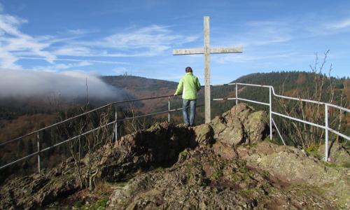 """6 IMG 0878 Aschenbergstein mit Blick Inselsberg Geopark beitrag """"Erdgeschichte wird erlebbar   Nationale Geoparks"""