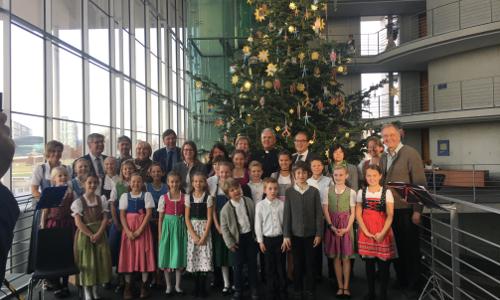 Christbaum aus dem Naturpark Ammergauer Alpen schmückt den Deutschen Bundestag