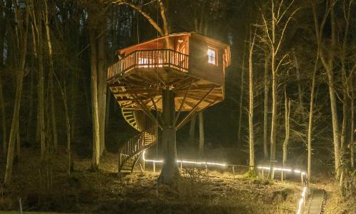 """Baumhaushotel Seemühle Foto Baumhaushotel Seemühle 2017 02 Baumhaus 00468b """"Anders reisen"""" — Ungewöhnliche Reiseangebote aus Naturparken"""