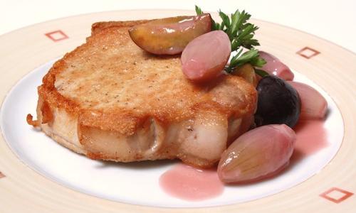 Bentheimer Schwein 2 Foto Helmut Backers beitrag Kotelett vom Bunten Bentheimer Schwein mit Schalotten Zwetschgen Gemüse