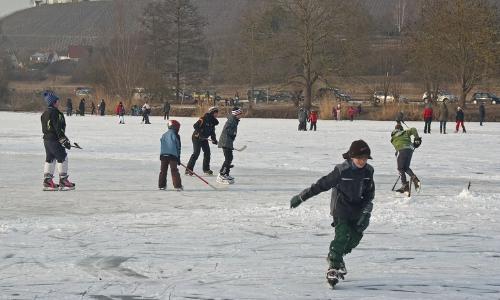Eislaufen Beitrag Sportlicher Genuss   Eislaufen und Eisstockschießen in Naturparken
