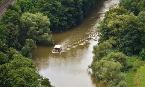 Hausboot auf der Lahn vom NSG Gabelstein Stefan Eschenauerb Unterwegs auf Lahn und Rhein