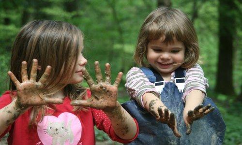 """Kinder Matsch2 Liesen verkleinert """"Früh übt sich""""   VDN startet Projekt """"Naturpark Kindergärten"""""""