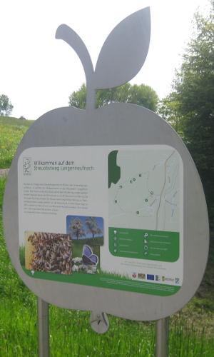 Langenneufnach StreuobstwegLehrbienenstand2FotoReALWest B Willkommen auf dem Streuobstweg in Langenneufnach