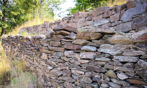 Neu errichtete Trockenmauer am Kirchenpfad im Mittelrheintal bei Filsen Stefan Eschenauerb Naturpark Nassau