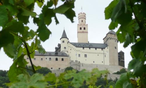 P1050562b Stein auf Stein   Burgen in Naturparken