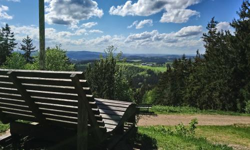 Panoramaliege am Döbraberg Bildrechte Randolf Hartmann B Der Döbraberg