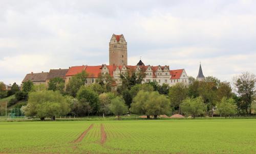 Prominent Schloss Plötzkaub Plötzkau – historischer Residenzort am Rande des Auwaldes