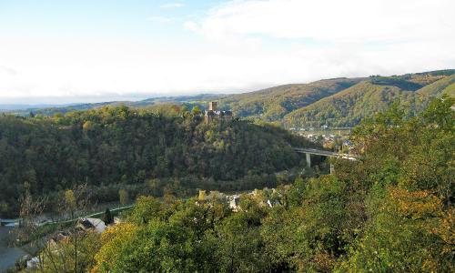 Uebergang vom Mittelrheintal zum Lahntal bei Lahnstein und Burg Lahneck Manfred Braunb Naturpark Nassau