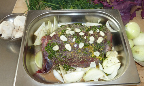 Zubereitung von Heidschnuckenfleisch Beitrag Heidschnucken Carré auf Ratatouille mit Rosmarinkartoffeln