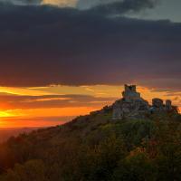 Burgruine vor untergehender Sonne © VDN/Norbert Schreiber